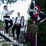 Piratas junto a bandera